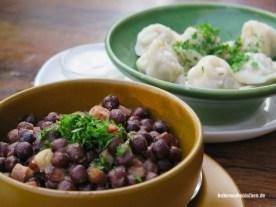 Bohnen und Pelmeni