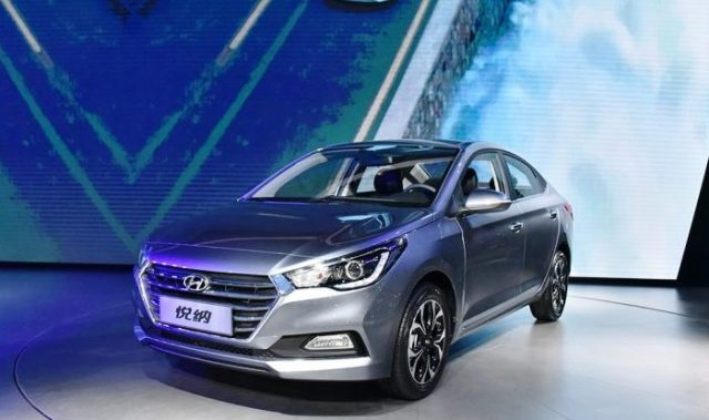 2017-Hyundai-Verna-front-three-quarter-silver-image