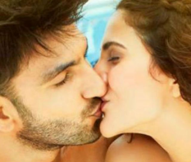 This Is What Your Stars Tell About Your Kissing Style