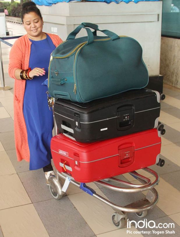 Bharti-Singh-will-be-leaving-for-Goa-today-for-her-wedding-spotted-at-airport-(4)
