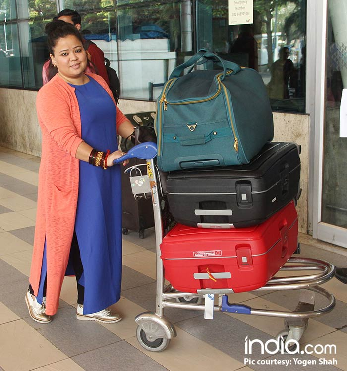 Bharti-Singh-will-be-leaving-for-Goa-today-for-her-wedding-spotted-at-airport-(9)