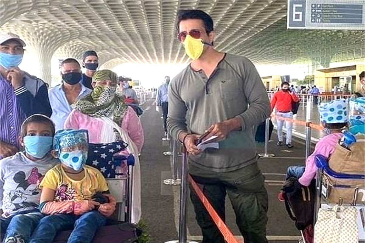 Sonu Sood Sends 173 Migrants to Dehradun on Plane, Says 'Most of Them Never  Travelled by Air' | India.com