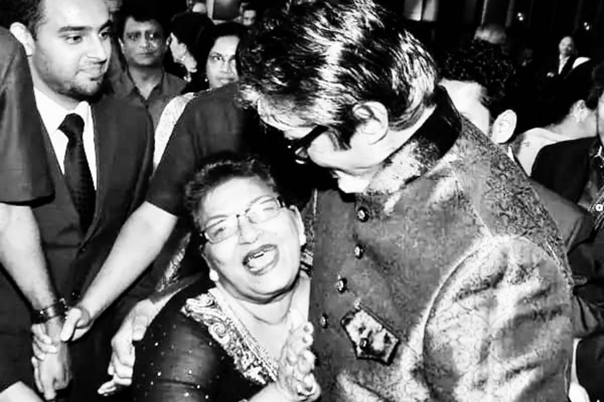 When Saroj Khan Gave 'Shagun Ka Sikka' to Amitabh Bachchan And Loved His Dance in Khaike Paan Banaraswala 6