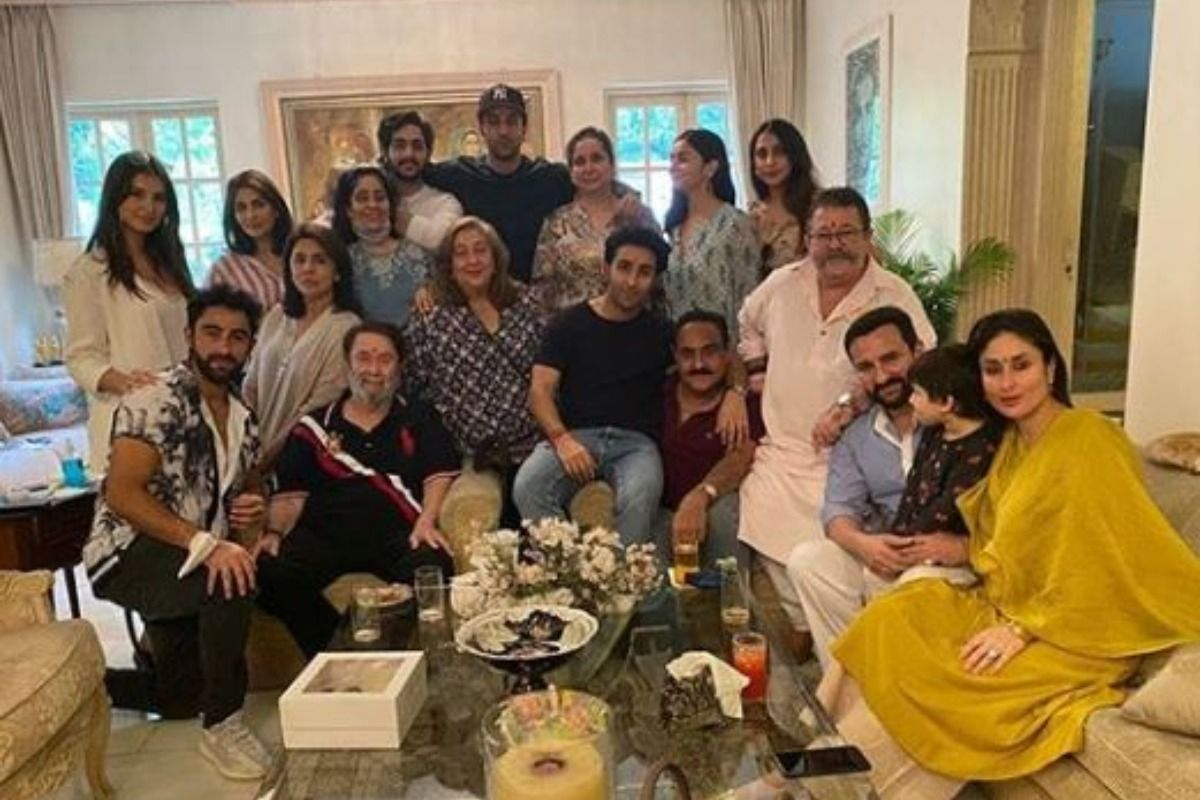 Kareena Kapoor Khan And Clan Comes Together To Celebrate Raksha Bandhan, Alia Bhat Joins Ranbir Kapoor