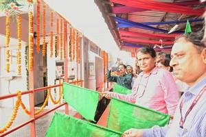 guard-van-suresh-prabhu_indianbureaucracy