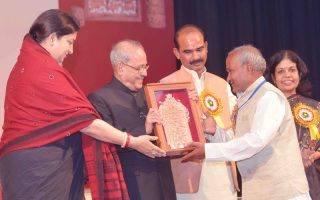 president-presents-shilp-guru-awards-indian-bureaucracy