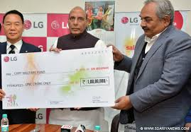 Home Minister receives cheque of 1Cr for CRPF Welfare Fund -indianbureaucracy