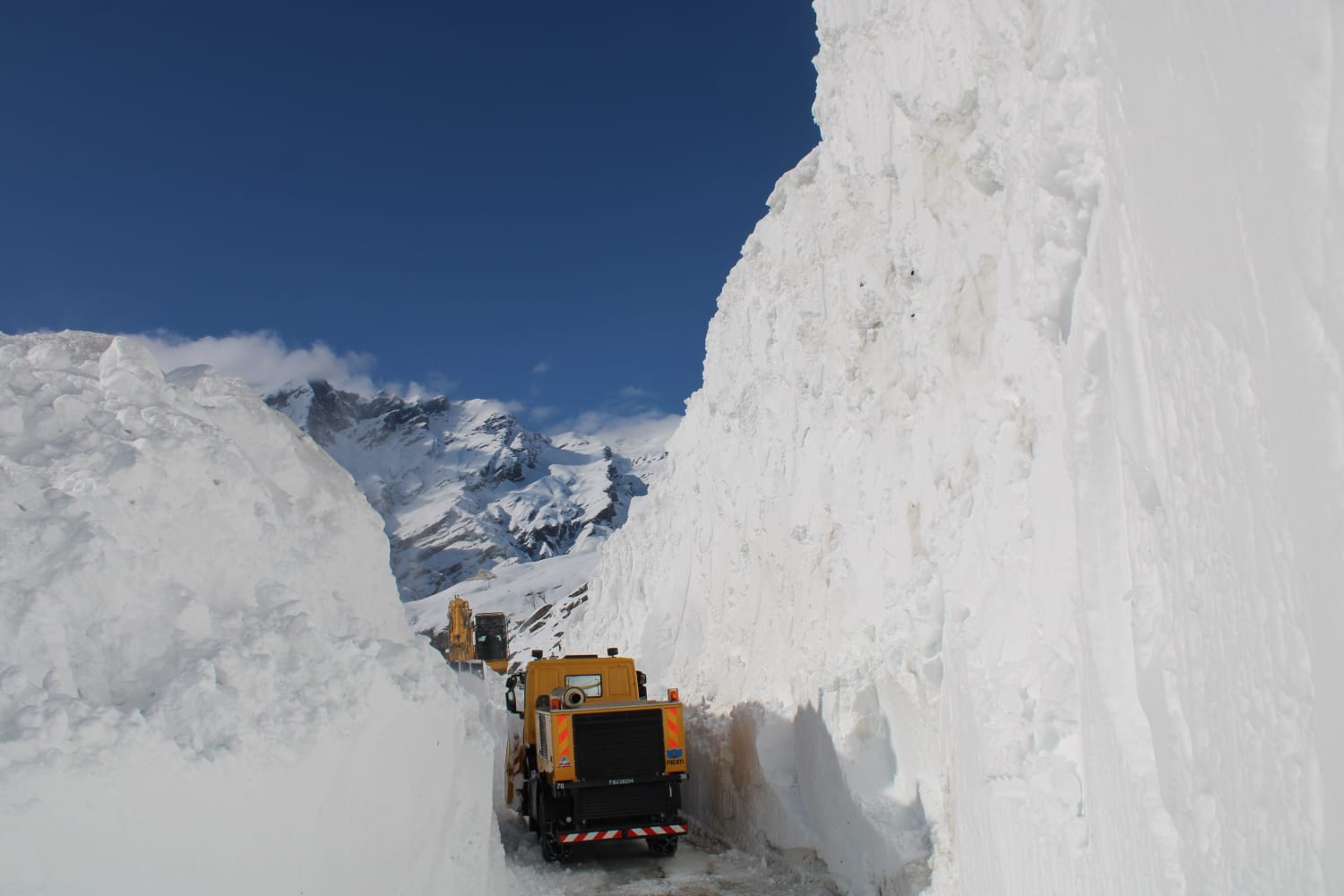 BRO clears Rohtang Pass three weeks in advance