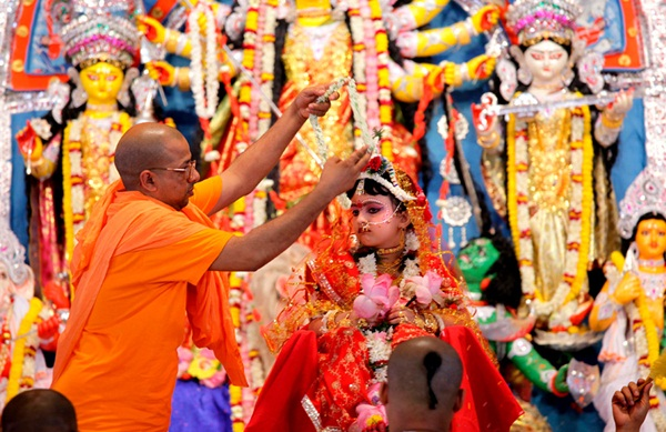 kumari puja at belur math, durga puja festival in Bengal, cheap flight tickets to Kolkata, travel to India, kumari puja ceremony