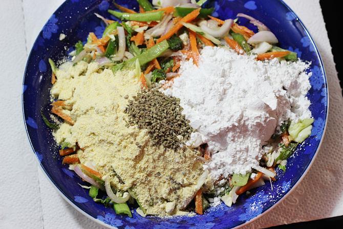 addition of flour to make pakora recipe