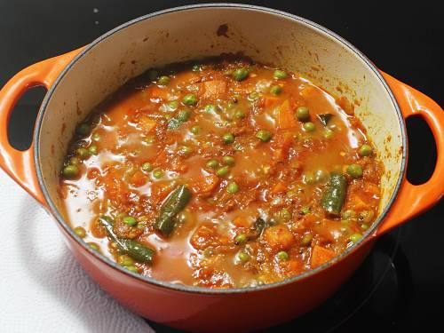 pour water to cook carrot curry