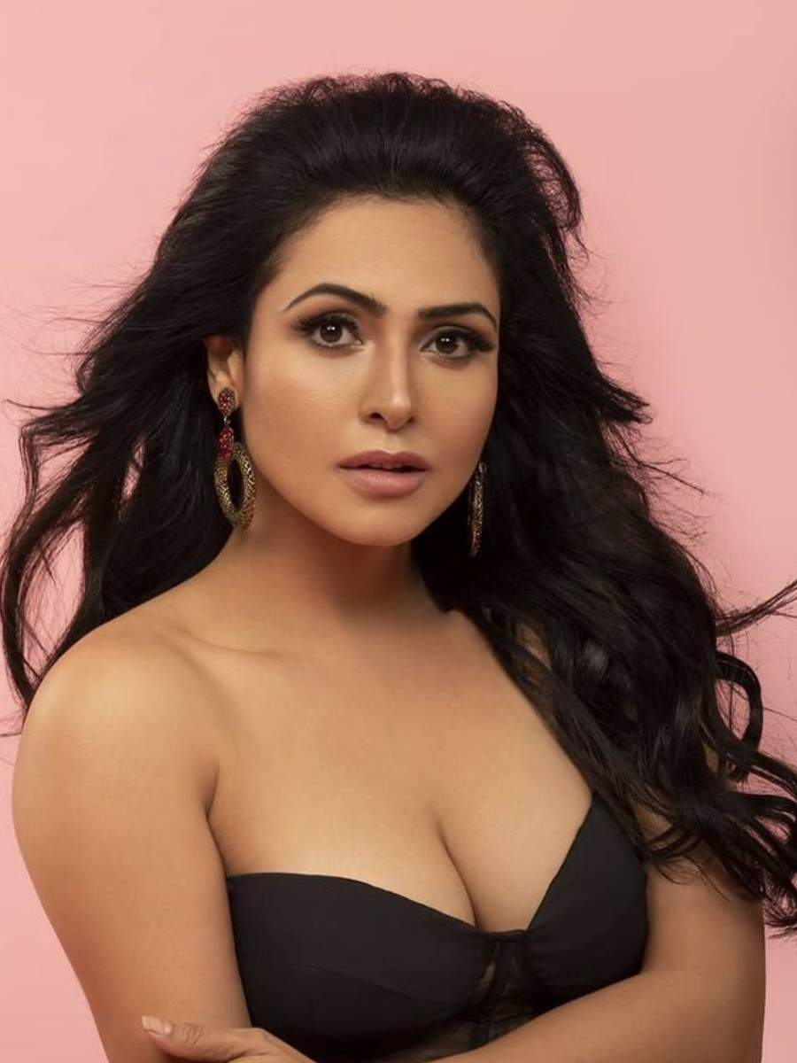 10 pictures of Nandini Rai that will set your hearts