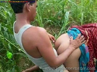 Outdoor Romance Nude Photo मलमल के बिस्तर पर चोदने लायक माल को जंगल मे ले जाके चोदते ह चूतिये (9)