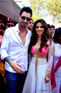 Indian Pornstar Sunny Leone Celebrating Holi See Her Big Boobs VERY SEXY PIC (5)