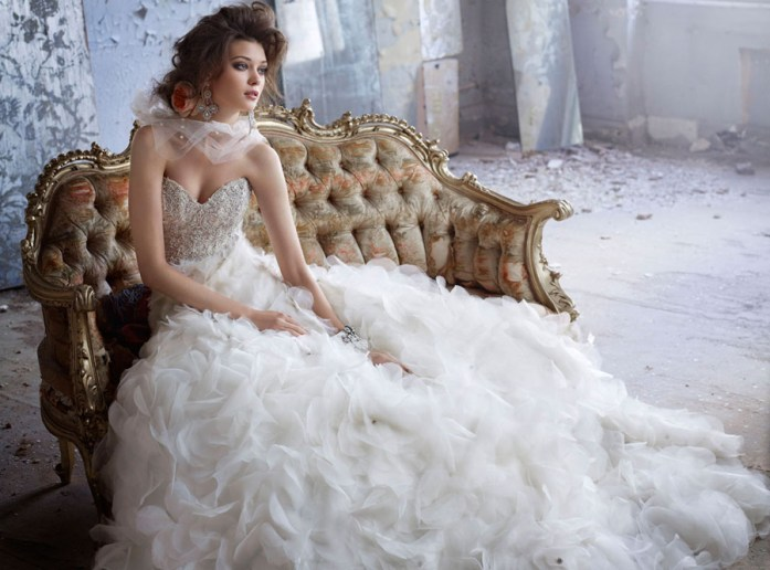 Christmas Inspired Wedding Ideas For Your Winter Wedding Bridal Gown 2
