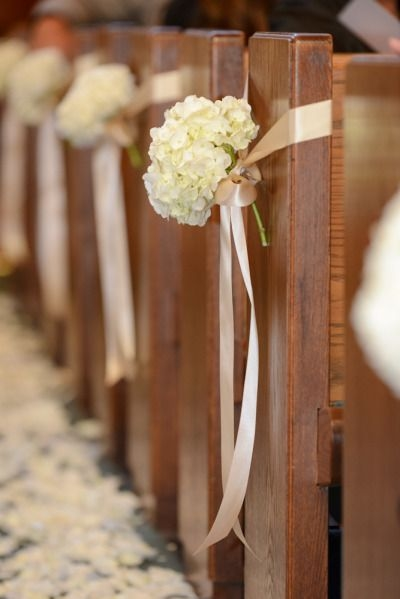Ribbons with flowers on the pews - Aisle Decoration Ideas