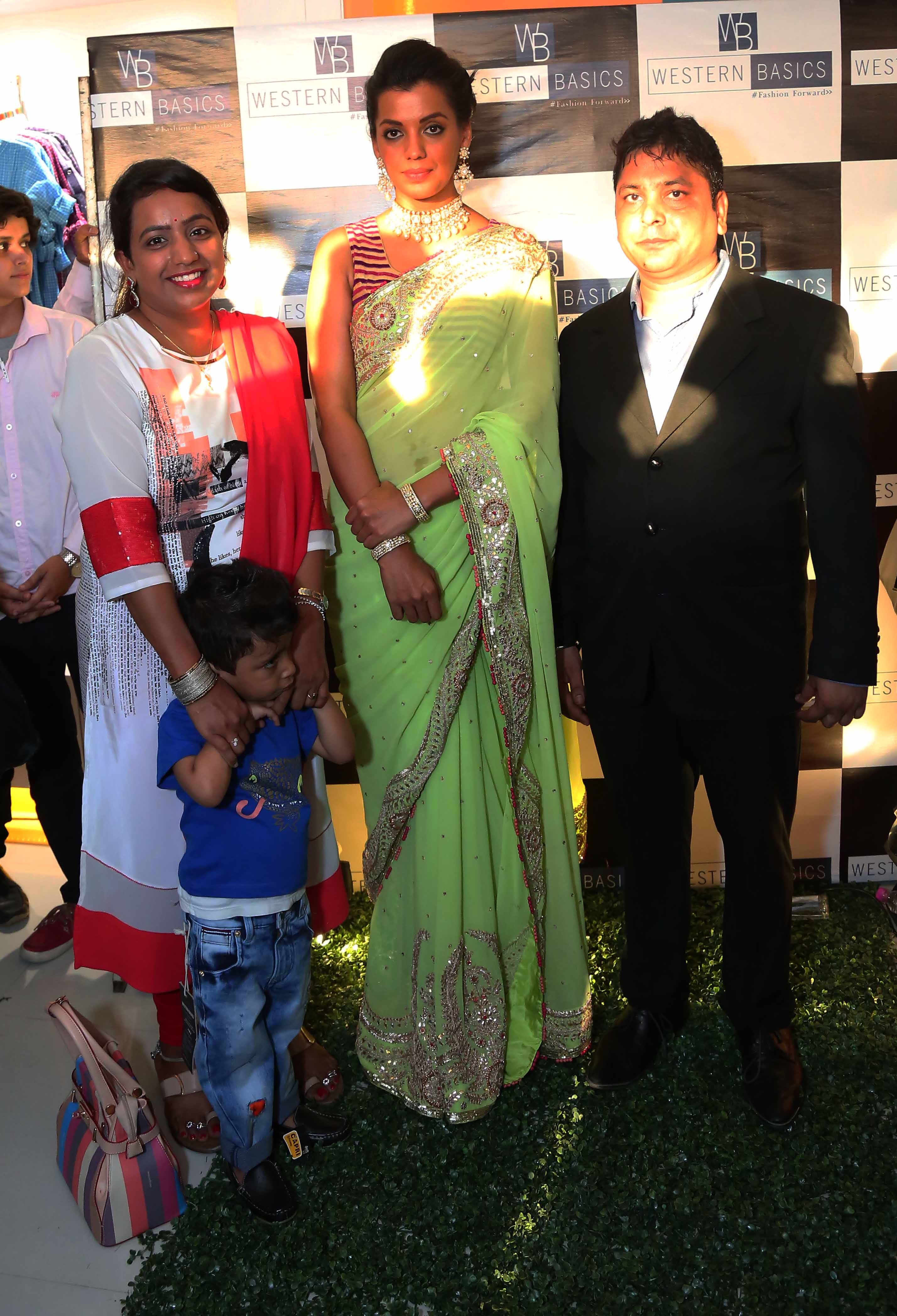 Mugdha-Godse-with-owner-Mr.-Sunil-Singh-his-wife-at-the-inauguration-of-Western-Basics-Kids-Fashion-Wear-Store.