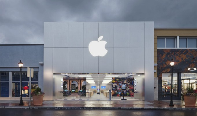 Apple holds talks with Indian Government on opening stores