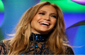 Jennifer Lopez to launch cosmetic line
