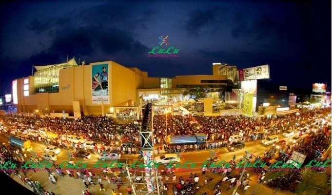 LuLu Mall Kochi partially open during lockdown, helps shoppers in organised manner