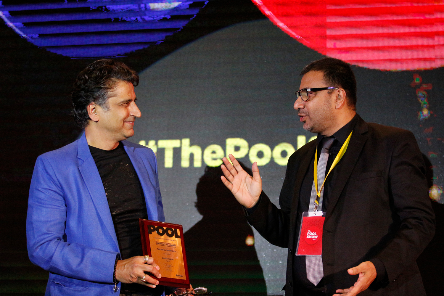 Vikas Satwalekar and Sonal Dabral, receive mementos from Sudhir Sharma, Founder and Editor-in-chief of POOL Magazine.