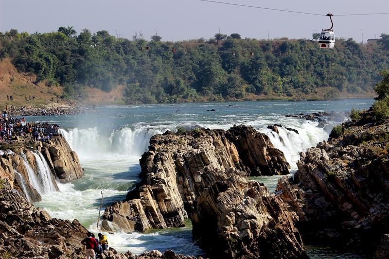 शक्तिशाली नर्मदा नदी और धुंआधार जलप्रपात