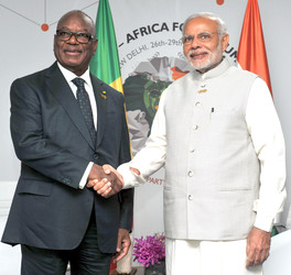 NEW DELHI, OCT 29 (UNI):-Prime Minister, Narendra Modi meeting the President of the Republic of Mali, Ibrahim Boubacar Keita(L), on the sidelines of the 3rd India Africa Forum Summit 2015, in New Delhi on Thursday.UNI PHOTO-62U