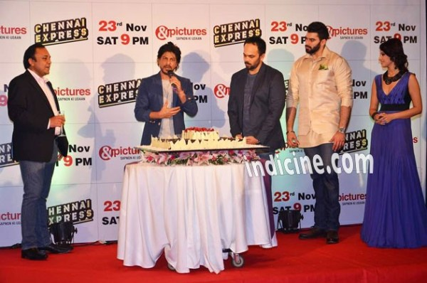 SRK celebrates TV Premiere success of Chennai Express: Pics