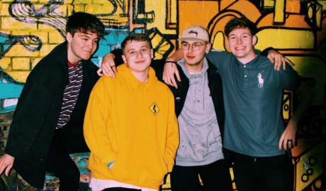 Riscas announce new single 'Right Kinda Day'