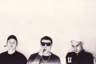 Review: DMA's – Hills End