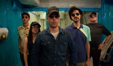 'Blue Iguana' Review: Sam Rockwell Stars in a Tedious Throwback to '80s Crime Movies