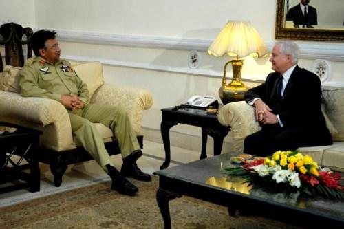 L'ex premier Musharraf e Robert Gates