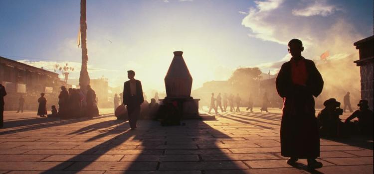 Capodanno tibetano sotto tono a Lahsa. L'esercito cinese stringe la presa, cacciati i turisti stranieri. Da Repubblica il reportage di Raimondo Bultrini