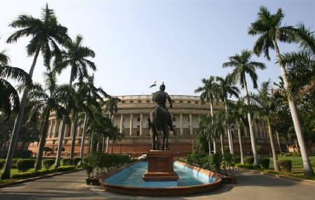 Alla mensa del Parlamento indiano prezzi fermi a 15 anni fa. Fiaba di Natale o c'è dell'altro?