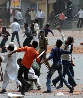 Coprifuoco ad Hyderabad per gli scontri tra hindu e musulmani