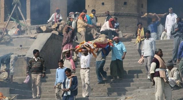 Benares, i Dom e la spirale dell'esistenza. Verso le radici dell'India moderna