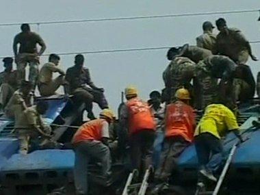 Nuovo disastro ferroviario in West Bengal. 60 vittime e 120 feriti, ancora corpi tra le lamiere