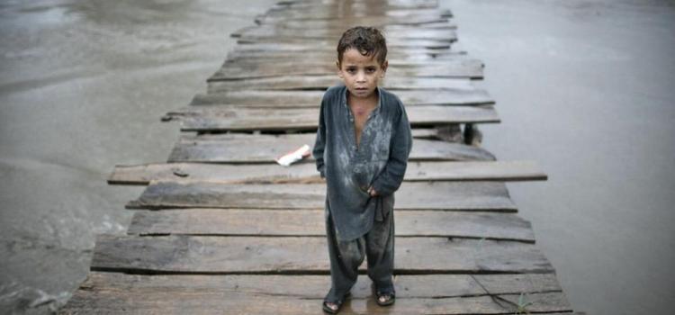 India e Pakistan devastati dalle alluvioni. Migliaia le vittime di un'emergenza che continua.