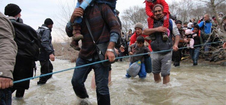 Speciale migranti. La tendopoli nel fango cresce. Come la rabbia. Da Il Manifesto