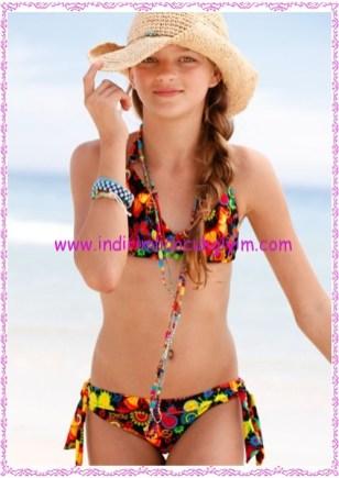 Bonprix siyah desenli kız çocuk üçgen bikini takımı-40 TL