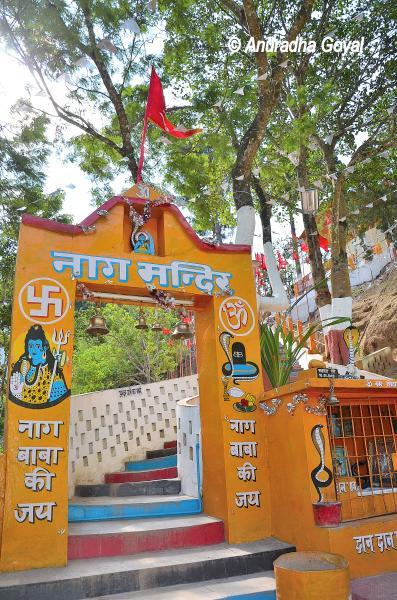 नाग मंदिर - बोमडिला के रास्ते पे - अरुंचल प्रदेश