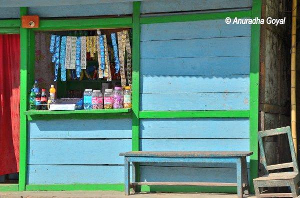 अरुणाचल की छोटी छोटी दुकानें