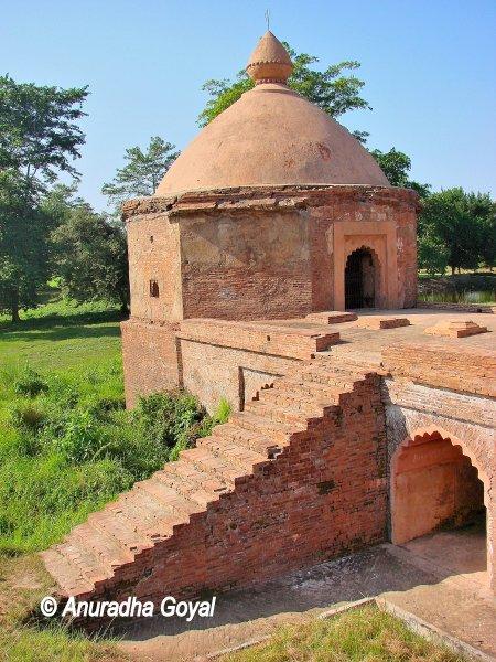 तलातल महल का हिस्सा - शिवसागर - असम