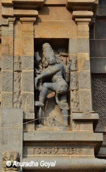 चिदंबरम मंदिर के पाषण शिल्प