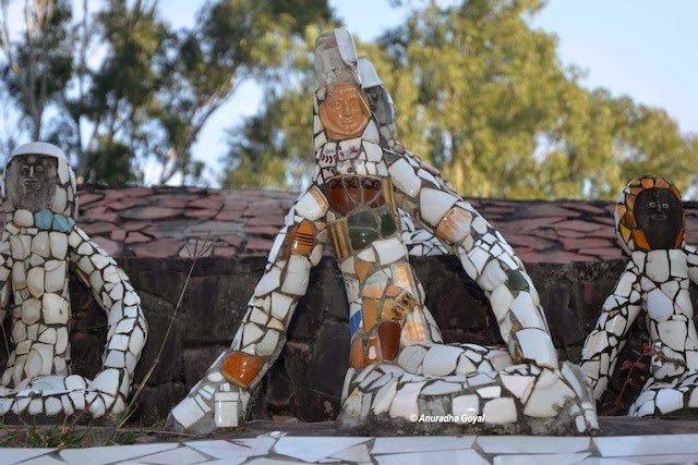 टूटे कप प्लेट से बनी मानव कृतियाँ – रॉक गार्डन, चंडीगढ़