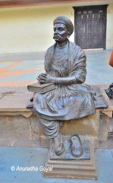 कवि दलपत राय की प्रतिमा - अहमदाबाद
