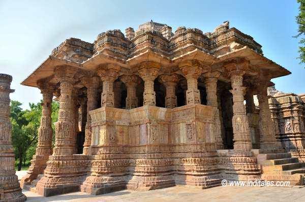 सूर्य मंदिर मोढेरा का अष्ट कोण वाला सभामंड़प