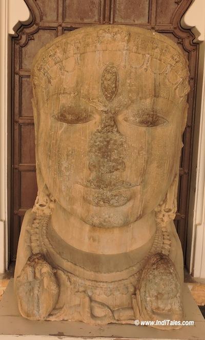 लकड़ी का शिव शीष - चित्तौड़गढ़ संग्रहालय