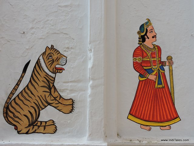 मंदिर की भित्तियों पर चित्रकारी