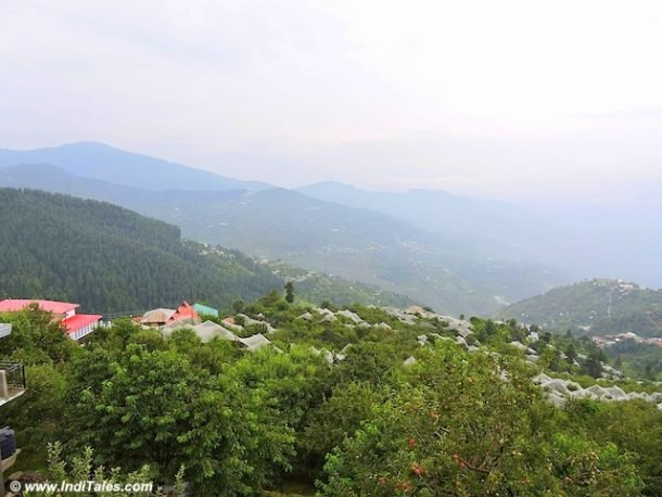 ठानेधार की घाटियों का मनोरम दृश्य